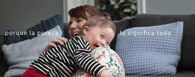 mama sonriendo a bebe